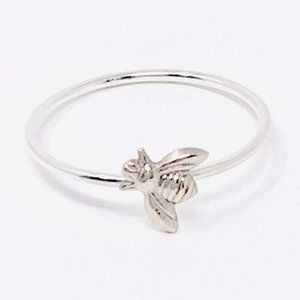 NWOT Dainty Silver Bee Ring